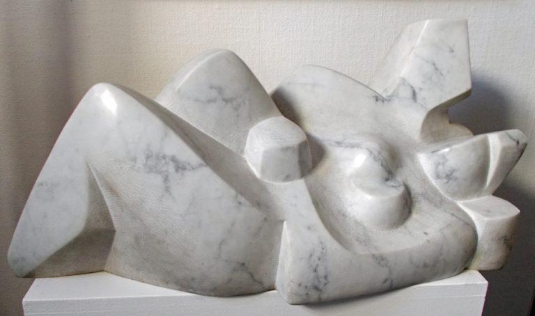 Pierre Schumann Liegendes Paar, 1970, Marmorskulptur