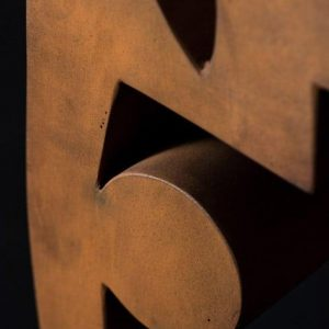 Guido Häfner Detail Archetypischer Kopf Skulptur Cortenstahl